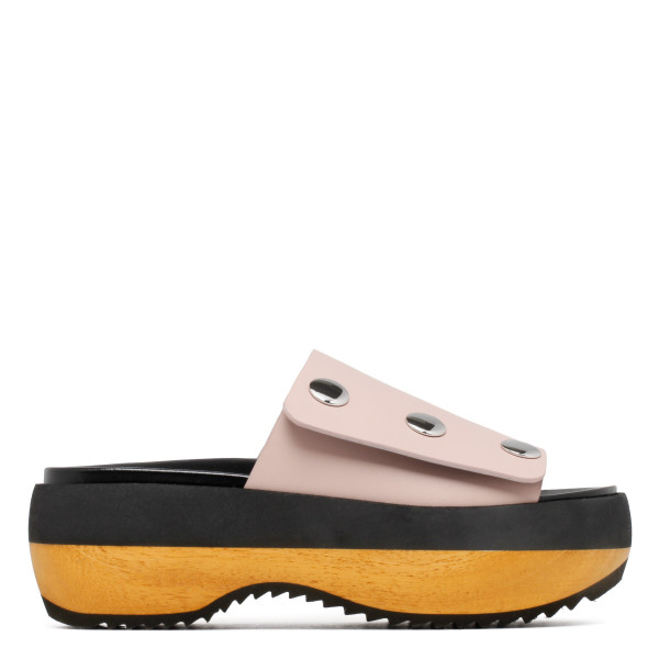 Wedge sandals in dusty pink leather