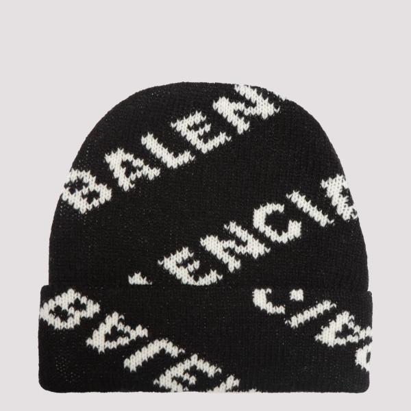 Black beanie with logo...