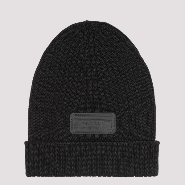 Black logo patch beanie