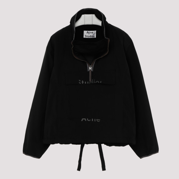 Black half-zip hanorak