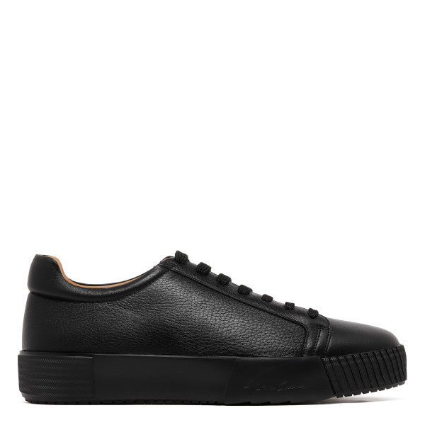 Black sneakers with logo on the heel