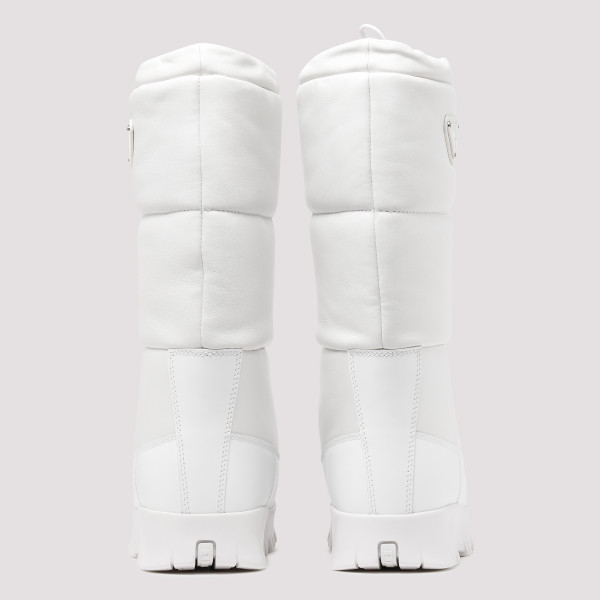White Padded moon boots